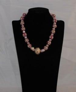Korte ketting kralen met bloemmotief facetgeslpen tussenkralen aangevuld met kristallen Rondelles(Medium)