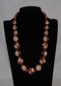 Korte ketting Afrikaans beïnvloed met houten tussenkralen (Medium)